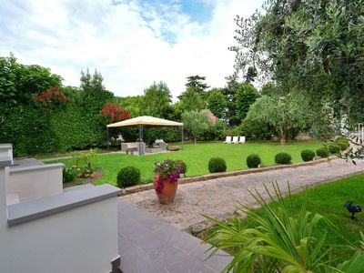 Photo for Detached villa in Desenzano & Sirmione del Garda surrounded by greenery