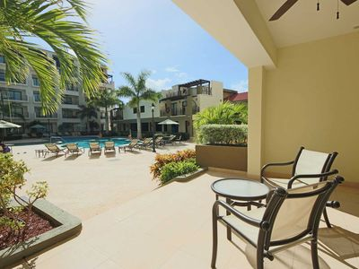 Lovely Private Terrace just steps from Beautiful Pool, Stylish Condo, 5 min from Best Beaches