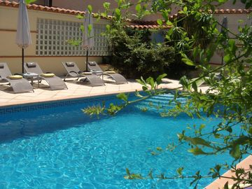 Search 980 holiday lettings