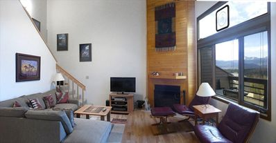 Photo for Deluxe 3 BR  Retreat - Awesome Views - Affordable Prices!