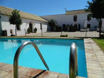 Casa el Molino, terrace pool and barbecue between Cordoba and Seville, heated