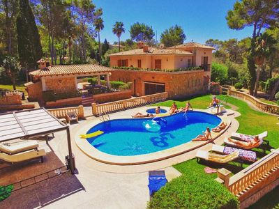 Photo for Beautiful villa with pool, garden, tennis court + views over the bay of Palma