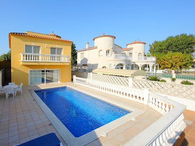 Photo for This 4-bedroom villa for up to 8 guests is located in Empuriabrava and has a private swimming pool..