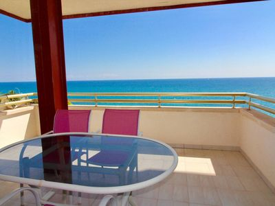Photo for Terrace sea view impregnable, change of scenery. Direct access to the beach !