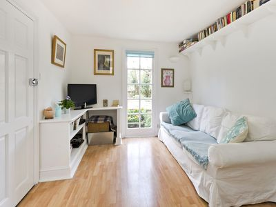 Photo for Charming Notting Hill Garden Flat