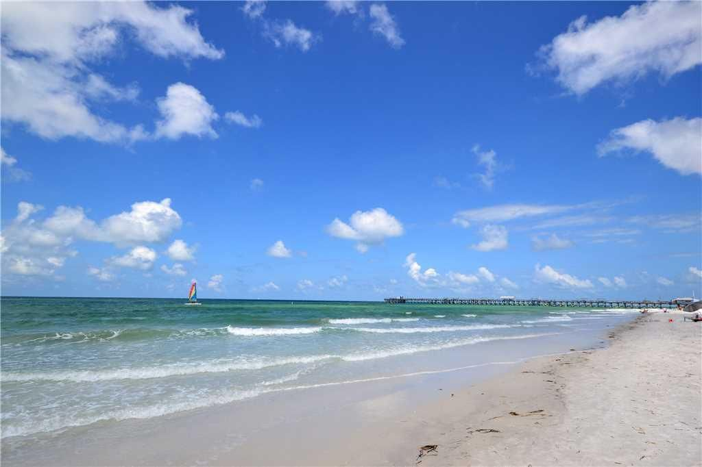 Sea Rocket 27 2nd Floor Efficiency Free WIFI NEW LISTING Beautiful Upgraded Unit!