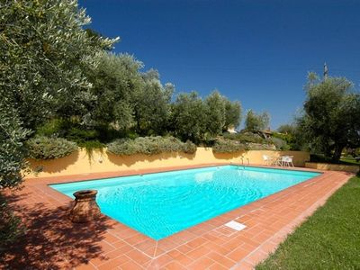 Photo for 5 bedroom villa with pool, Tuscany