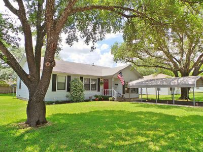 Photo for Corner Oaks Cottage ~ Aggieland Vacation Rentals