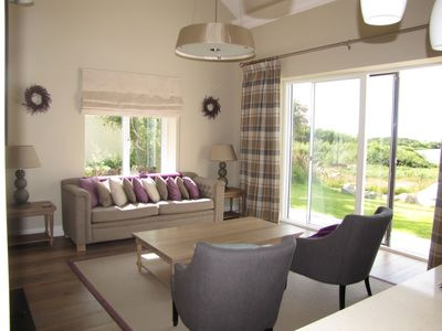 Sitting Room, with view out to lake & ocean