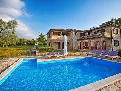 Photo for 3 bedroom Villa, sleeps 6 in Jakići with Pool, Air Con and WiFi