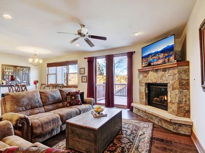 Photo for Gorgeous Townhome with Free Season Shuttle and Private Hot Tub-Discounts!