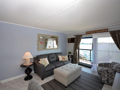 Photo for Luxury, upscale 1-bedroom condo with free WiFi and an outdoor pool located right on the bay and just a few blocks from the beach!