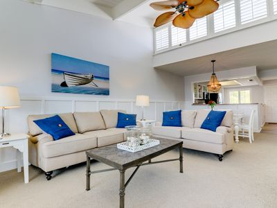 Photo for Loggerhead Cay #403: Bright & Beautifully Updated EastEnd Condo on the Beach!