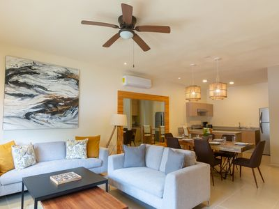 Photo for 3 bedroom apartment, pool, clubhouse, tour discounts, car rental