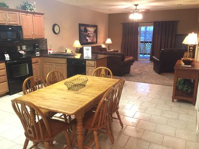 Sensational 3 Br 2 Bath Condo On The Shores Of Table Rock Lake With Dock Access Hollister Beutiful Home Inspiration Ommitmahrainfo