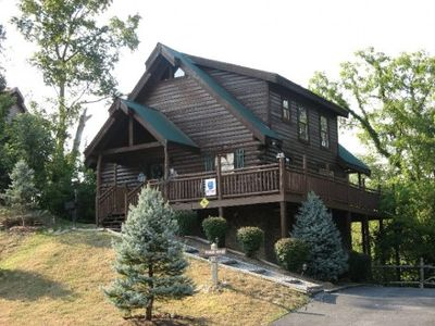 3 master suites Log Cabin 1/2 mile from Parkway
