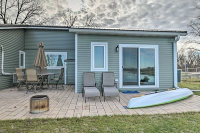 The spacious 720-square-foot interior accommodates up to 6 guests.