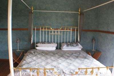 Organise the visit & make use of the King room- the best bed & best views.