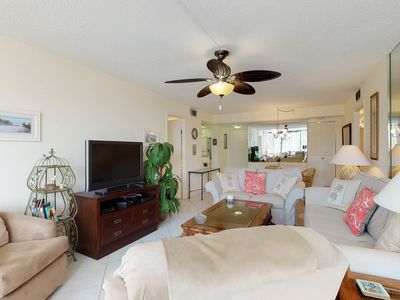 Photo for Sunny condo w/ shared pool and hot tub, tennis courts, & great bayfront location