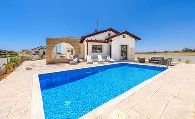 Photo for 3-bed bungalow villa designed for a relaxed lifestyle and maximum comfort