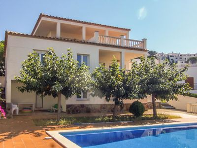 Photo for Detached villa for 10 people with private swimming pool and view over the ocean