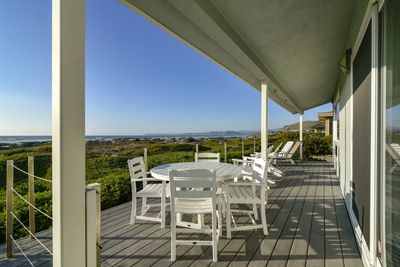 You won`t want to go home after spending your days hanging out on this deck.