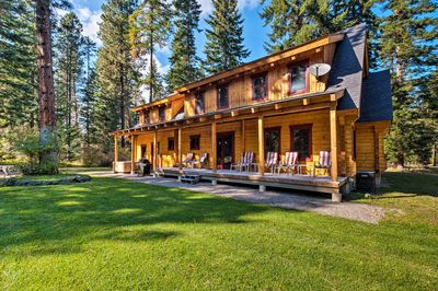 This beautifully built vacation rental will be your rustic home-away-from-home!