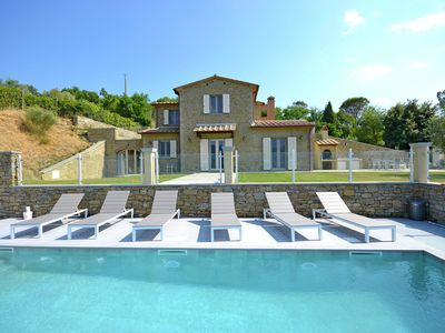 Photo for Beautiful villa with infinity pool surrounded by beautiful Tuscan hills