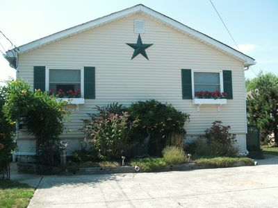 Cozy Cottage-like Rancher just 2 blocks from the beach.