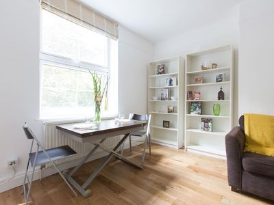 Photo for Comfortable 2BR Flat in St. Katharine's Docks