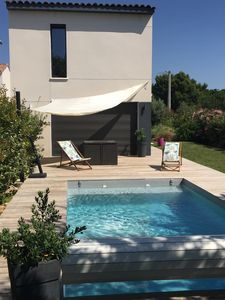 Photo for Air-conditioned villa with pool near the sea