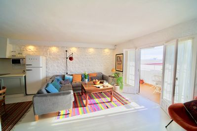 A versatile open space, ideal to spend time together.