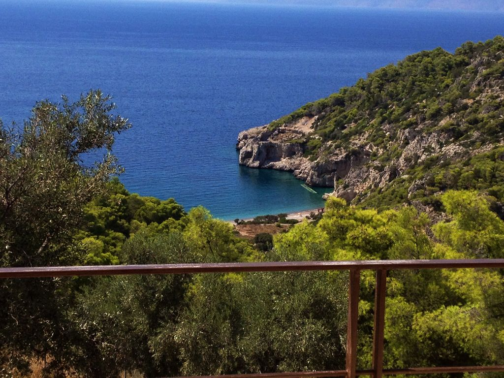 Seaside luxury villa set in a forest with panoramic view for 3 bays