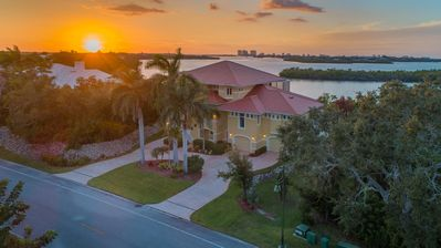 Photo for Beautilful Marco Island waterfront pool house