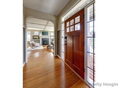 Photo for Beautiful new craftsman in the desirable Dekum Triangle