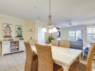 Photo for Bright & Cheery Resort Condo - Walk to Pools, Gym, Restaurant & More!