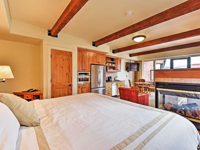Photo for Luxurious 1-Bedroom Studio Suite. Private Hot Tub