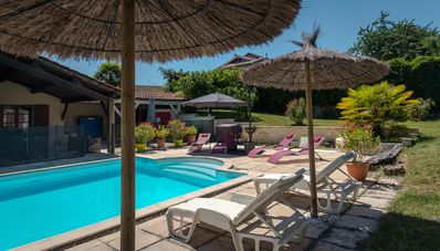 Photo for Spacious 410m² 3-star cottage: private heated pool, spa, canoes and paddl