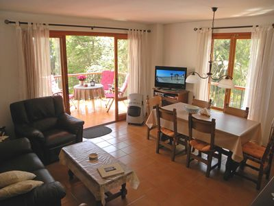Photo for Cozy apartment by the sea, 5 minutes to the beach, large balcony, satellite TV, private. parking spot