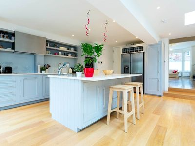 Photo for Large family home in Clapham, 5 bedrooms sleeping 13 - (Veeve)