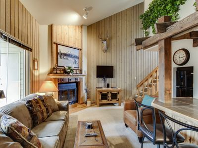 Photo for Mt. Bachelor Village condo w/ shared hot tub & pool! Enjoy nearby slope access!