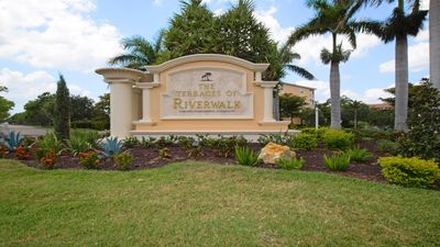 Photo for Beaches, Restaurants, Shopping! Updated Condo in Heart of Fort Myers Florida