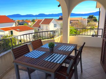 Sunny, modern and bright apartment with large balcony and sea view!