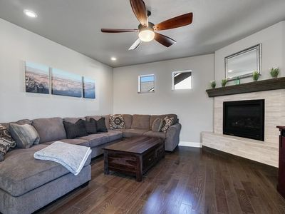 Photo for ♡Hawk II Stunning family+pet friendly home w/garage 5 min to town TVs in Bedrms