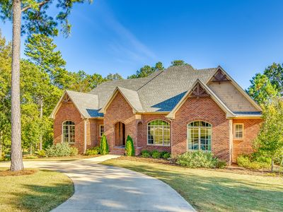 First Class Amenities & Spectacular Location! 8 Beds, 5 TV's, Pool Table...WOW!