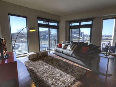 Photo for Four Twenty-Two at the Lake   Perfect SoCo Location   Pool & Hot Tub   Concierge