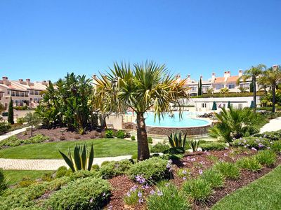 Photo for 2 bedroom Apartment, sleeps 4 in Vilamoura with Pool and Air Con