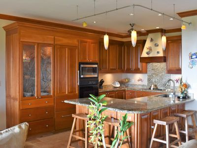 Fully appointed kitchen with everything you need to prepare a fabulous meal.