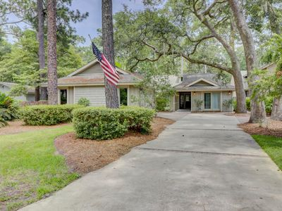 Photo for Beautiful 4 Bedroom Beach Oriented Sea Pines Home 19Gun. Free Bikes