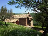 Wonderful, secluded Umbrian hilltop vistas, lovely old house and absolute peace and tranquility